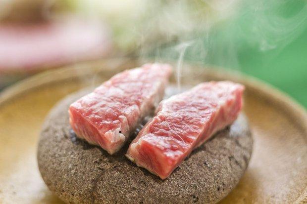 熊野牛の石焼ステーキ