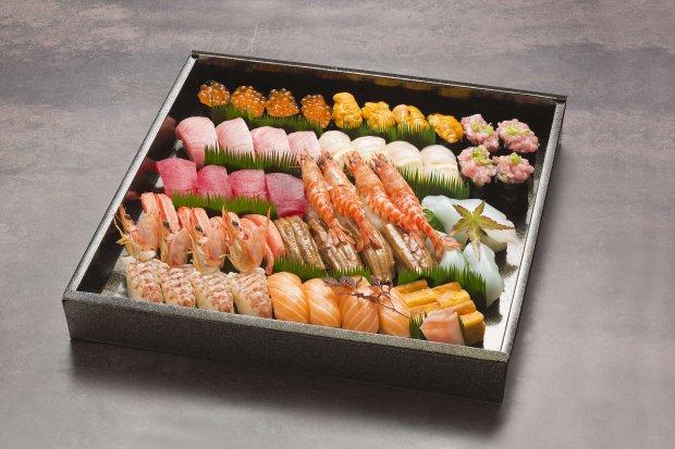 寿司盛り合わせ 5,000~10,000円(税別)